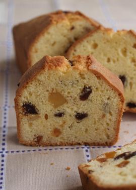ドライフルーツのアーモンドケーキ