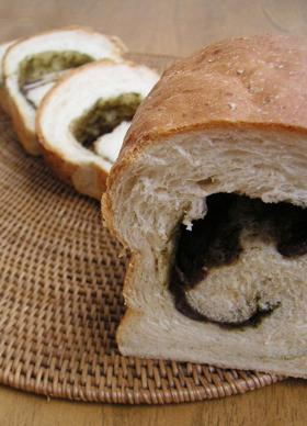 抹茶あずきの胚芽パン