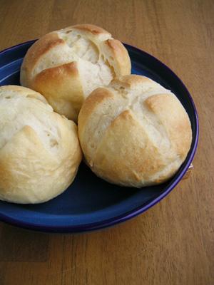 生クリームたっぷりパン