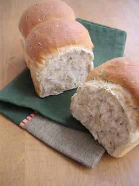 ロースマリーの食パン